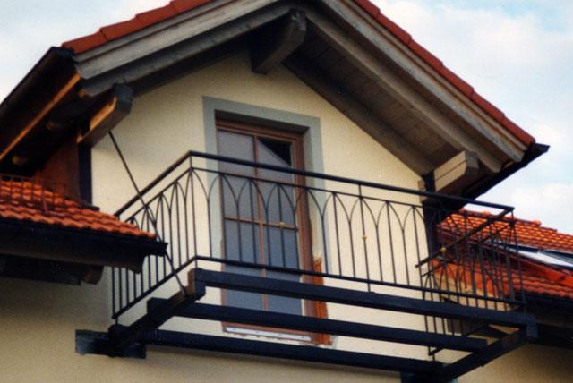 balkone aus stahl balkone und balkonanlagen planen bauen. Black Bedroom Furniture Sets. Home Design Ideas